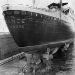 Le paquebot France dans le chantier naval de Saint Nazaire (Saint-Nazaire)- 1961.